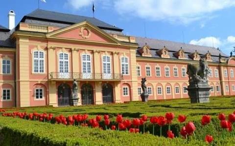 Nové akce na zámku Dobříš